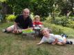 Mihola má dva syny.