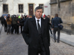 Posledního rozloučení s expremiérem Stanislavem Grossem se ve středu 22. dubna 2015 zúčastnili na pražském Vyšehradě jen jeho nejbližší a přátelé