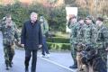 Ministr obrany Vlastimil Picek při návštěvě Centra vojenské kynologie v Chotyni