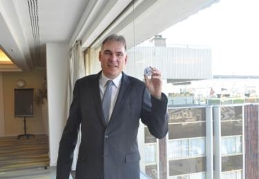 ichard Widmann hrdě ukazuje mobilní popelníček. Vymyslela ho prý Češka