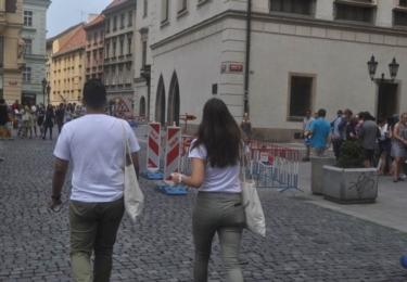 Posléze vyrazili dobrovolníci i do útrob Starého Města Pražského