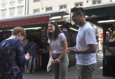 Zaujali i postarší paní na Havelském náměstí