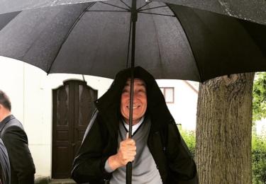 Babišovi prší na hlavu