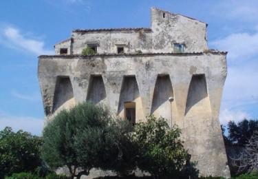 Stavba Torre Angellara