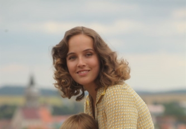 Po strništi bos má premiéru v srpnu: Maminku hraje Tereza Voříšková