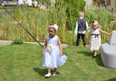 Děti - Vivien a Frederik - pomáhaly vybrat svatební dort