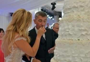 Krmení v zájmu svatební tradice