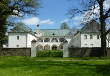 Hlavní brána zámku