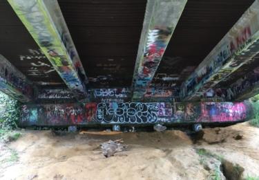 Kurtovo útočiště pod mostem už dnes vypadá jinak