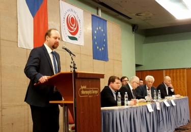 Jak šel čas s Jeronýmem Tejcem: Ještě 17. února 2017 zahajoval Městskou konferenci v Brně, kde schvalovali kandidátky; tento jediný snímek na Facebooku zůstal, ale ne celé ČSSD, jen brněnské pobočky, jíž byl Tejc členem