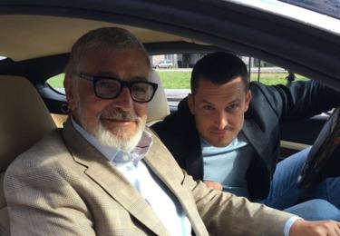 Ján Koleník v kriminálním seriálu Za sklem; s Jiřím Bartoškou