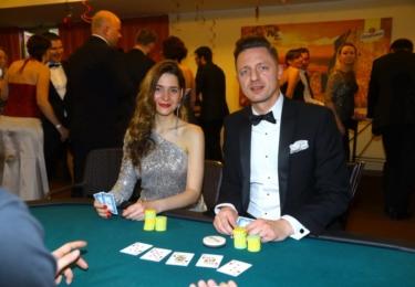 Martina Bárta a Ondřej Ruml v casinu zkusili své štěstí.