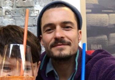 Táta se synem na limonádě v Praze