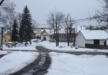 Zasněžená náves Křečovic