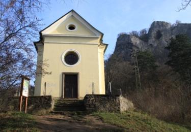 Barokní kaple Svatého kříže při výstupu na Skálu