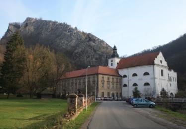 Kostel a benediktinský klášter ve Svatém Janu pod Skálou