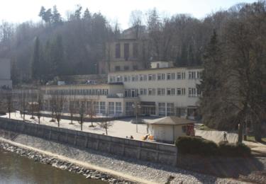 Lázně v Teplicích nad Bečvou vypadají opuštěně, ale brzy zase ožijí