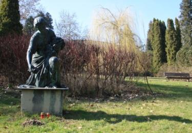 Socha v lázeňském parku