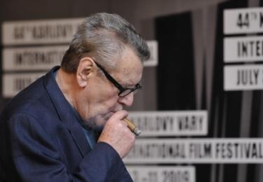 Miloš Forman je držitelem Křišťálového globu za mimořádný umělecký přínos světové kinematografii z roku 1997. Hostem MFF Karlovy Vary byl naposledy v roce 2009, kdy zde byl ve světové premiéře uveden snímek Dobře placená procházka.