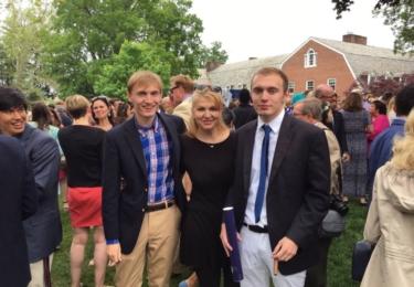 Martina Formanová s druhými dvojčaty, Andym a Jimem. Ti jsou už Američané a právě graduovali na High School.