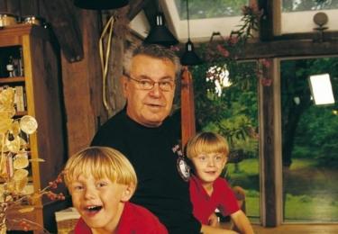 Miloš Forman s Andym a Jimem; druhá dvojčata byla jako malinká oslnivě blonďatá, na rozdíl od Petra a Matěje, kteří jsou oba tmaví.