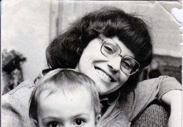 Mladá Iva Hüttnerová s malým Matoušem