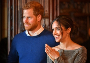 Harry a Meghan. Harry je, na rozdíl od Williama, značně vlasatý
