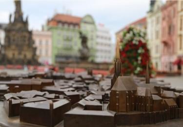 Třímetrový bronzový model historického jádra Olomouce