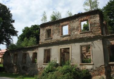 Ruiny zámečku v Novém Dvoře