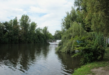 Rameno Vltavy, kde rybařil a málem se utopil Petr Forman