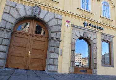 """Historický dům se Šenkem a restaurací """"Lékárna"""""""
