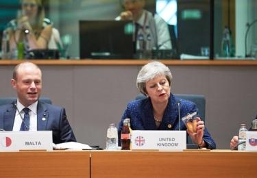 Premiéři Malty, Británie a Slovenska