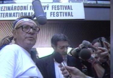 Miloš Forman dorazil v roce 1990 do Varů na kole