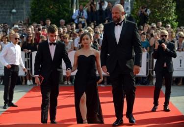 Herec Oskar Hes (Pustina, Dukla 61) s přítelkyní a režisérem Davidem Ondříčkem (Dukla 61). Kde má manželku Marthu Issovou, nevím