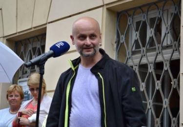 Odhalení pomníku: sochař David Moješčík (foto ČRo)