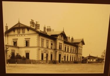 Zámek na staré fotografii