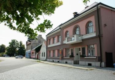 Obecní úřad a památník v Libici
