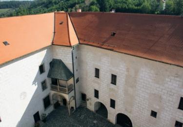 Pohled na hrad z věže