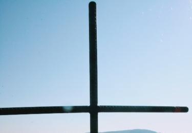 Pohled na Ladec ze skal pod Septouchovem