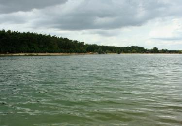 Jezero Konětopy s plážemi, průzračnou vodou a občerstvením