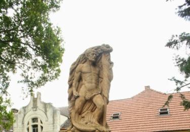 Památník v Dřísech