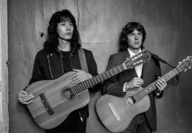 Hravý film o milostném trojúhelníku a kultovních leningradských kapelách 80. let je plný mladické energie, nakažlivé bezstarostnosti a skvělé hudby. Foto Aerofilms