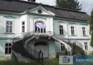 Krásný barokní zámeček se před požárem pokoušela prodat společnost best-reality.cz. Co bude teď, těžko říci