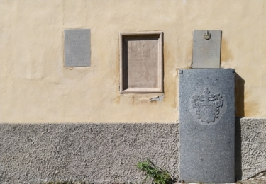 Ostatky faráře jsou uloženy ve zdi kostela / René Flášar