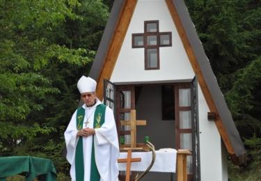 V petrovských lesích proběhlo slavnostní svěcení nové kaple svatého Huberta