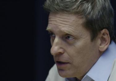 Komisař Pavel Vondráček (David Prachař) se svým týmem Specialistů zasahuje na TV Nova
