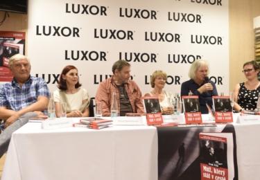 Kmotry knihy byli v Paláci knih Luxor na Václavském náměstí v Praze Tomáš Töpfer, Táňa Medvecká, Miroslav Donutil a Anna Kareninová.