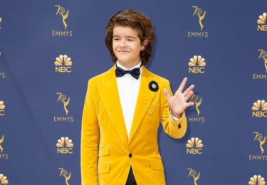Ceny Emmy se odehrávaly 17. září v Microsoft Theater v Los Angeles, foto www.emmys.com / Facebook. Na snímku Gatten Matarazzo, který hraje s dalším skvělém seriálu, Stranger Things, který btw resuscitoval Winonu Ryder