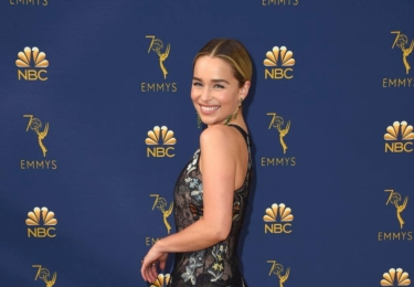 Ceny Emmy se odehrávaly 17. září v Microsoft Theater v Los Angeles, foto www.emmys.com / Facebook.  Na snímku Emilia Clarke, která je ve skutečnosti děsně mrňavá a strašně roztomilá