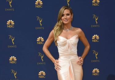 Ceny Emmy se odehrávaly 17. září v Microsoft Theater v Los Angeles, foto www.emmys.com / Facebook.  Nestárnoucí modelka Heidi Klum